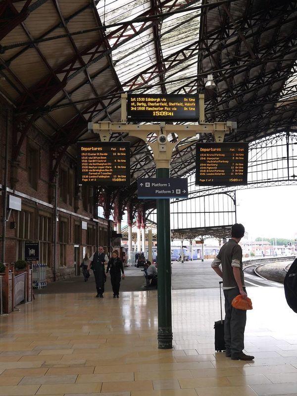 イギリスの鉄道の基本。地方の大きな駅の風景