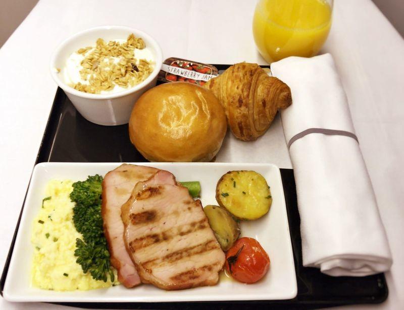 ANA全日空ビジネスクラスの機内食の朝食。ヨーロッパ便(イギリス)