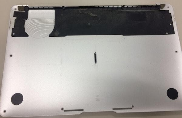 macの裏フタ
