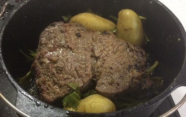 ダッチオーブンでローストビーフ作り