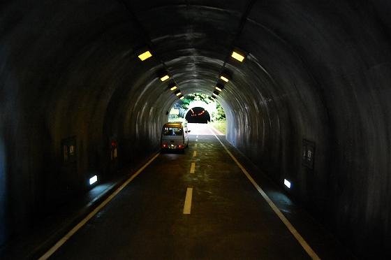 レアンドロ・エルリッヒ トンネル キナーレ