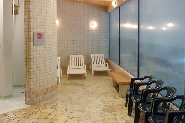 庭の湯:室内の休憩スペース