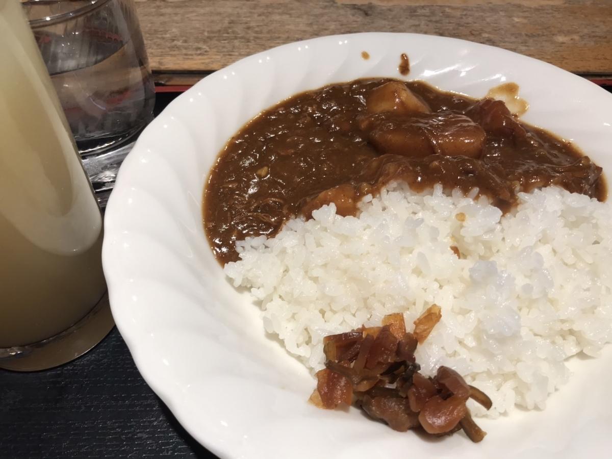 上野サウナ&カプセルホテル北欧 北欧カレーとグレープフルーツジュース