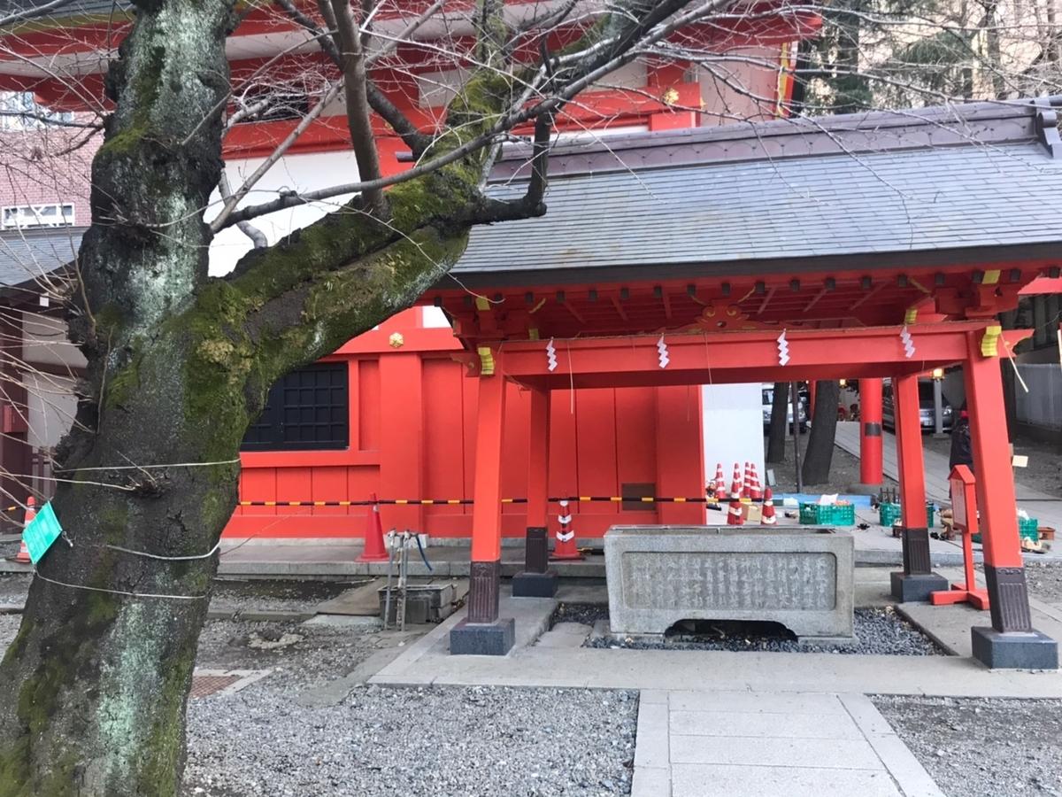 花園神社の手水舎(てみずや)
