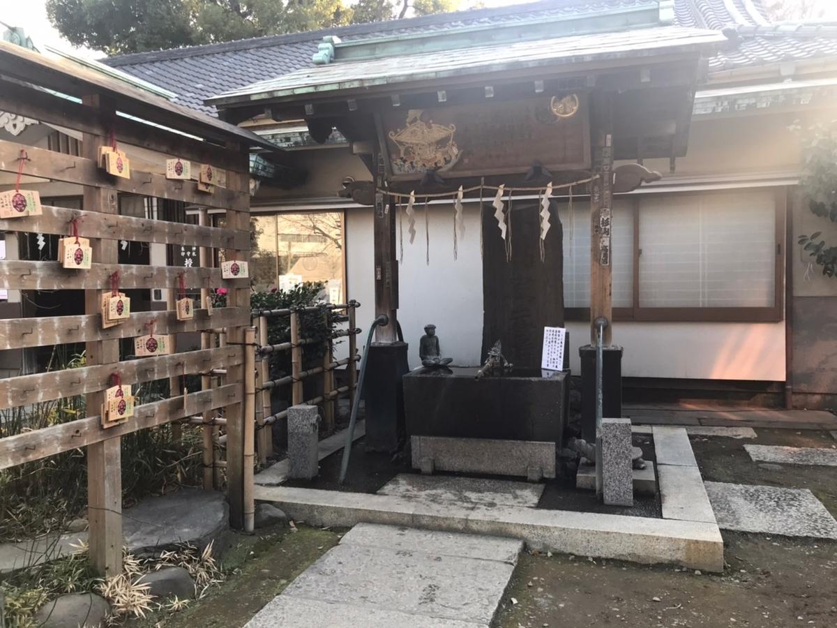 品川神社の手水舎(てみずや)