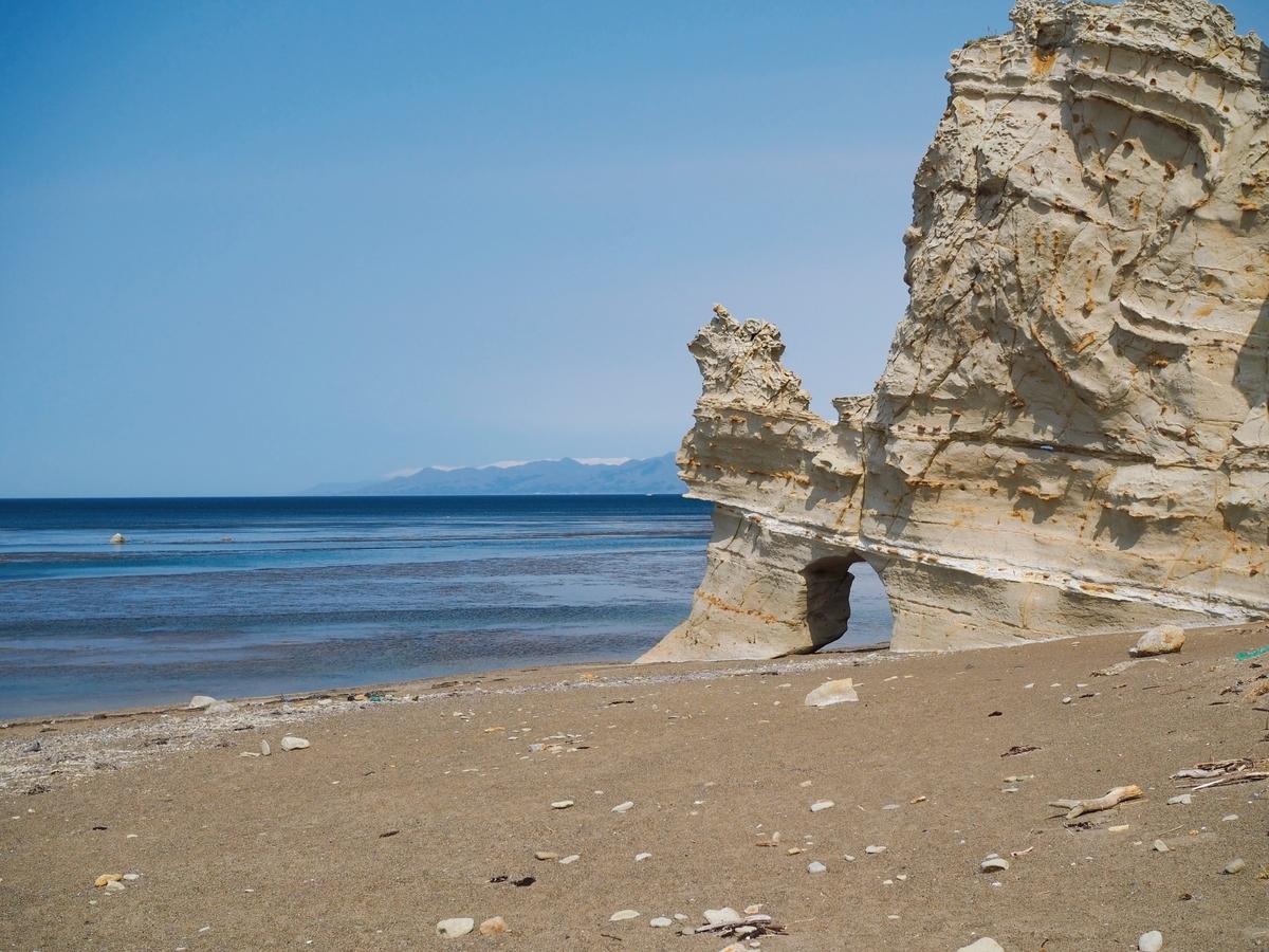 乙部町 滝瀬海岸のくぐり岩
