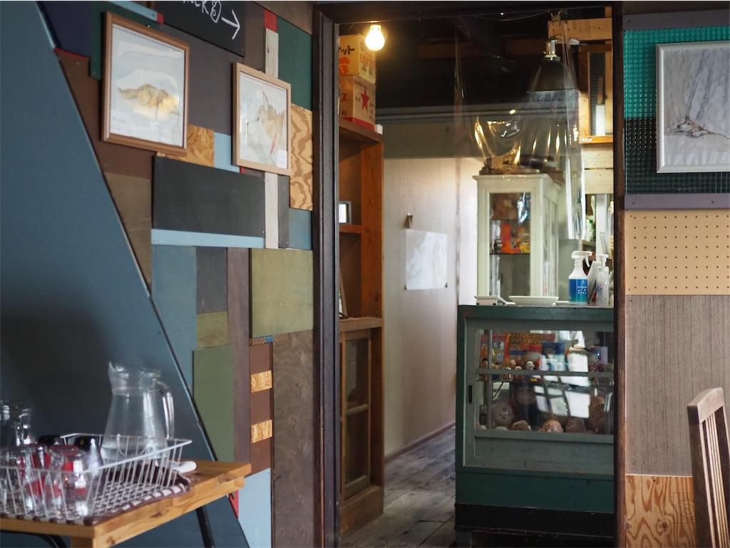 カフェ のらいぬの店内