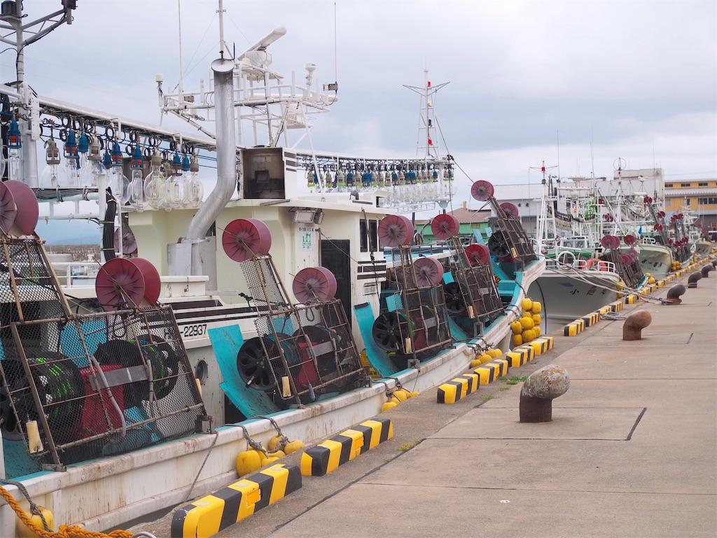 入舟漁港(函館漁港)とイカ釣り漁船