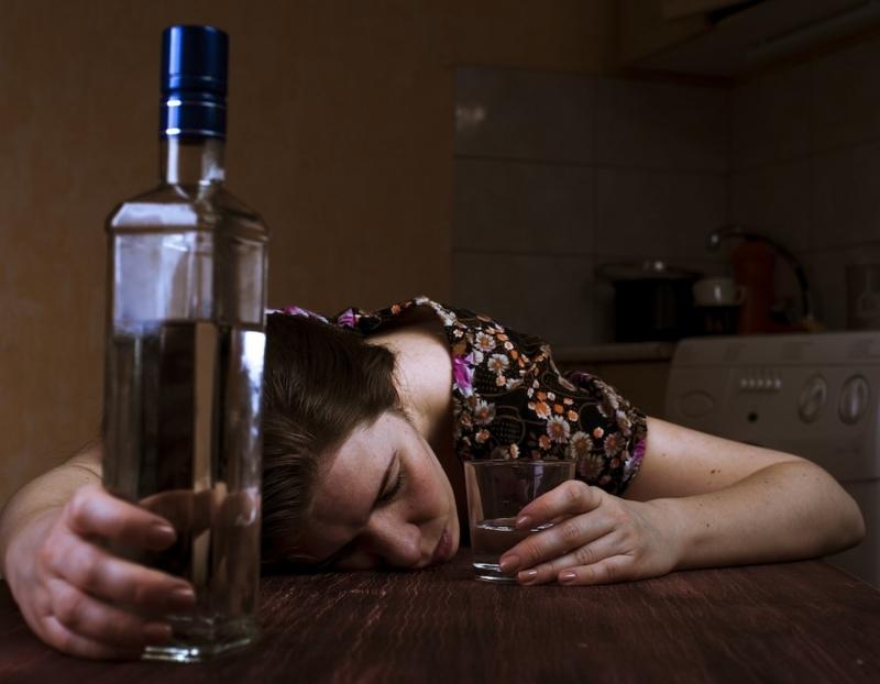 お酒を飲んでリラックスしすぎも要注意。