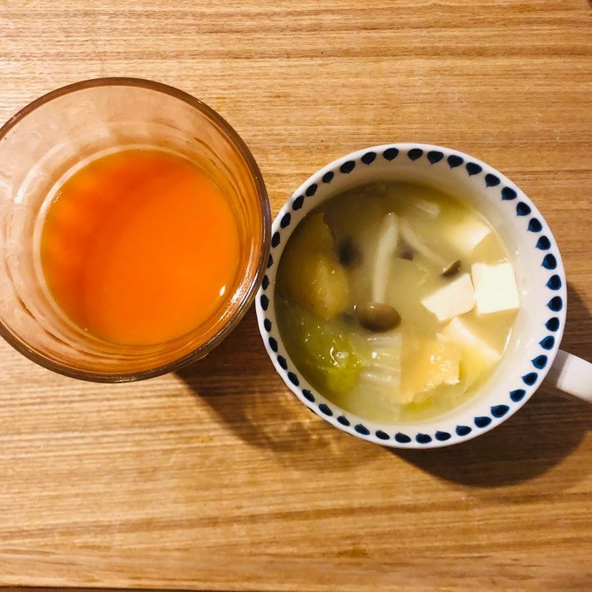 野菜ジュースと味噌汁