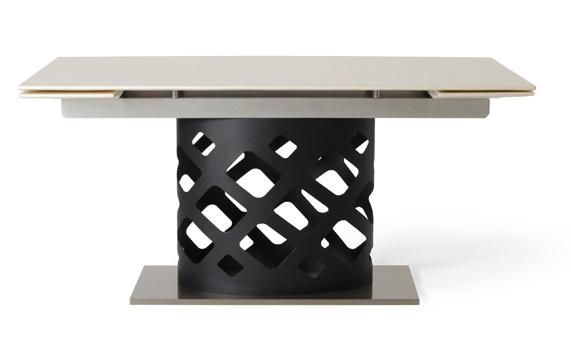 ホリデイラブの井筒家のダイニングテーブル