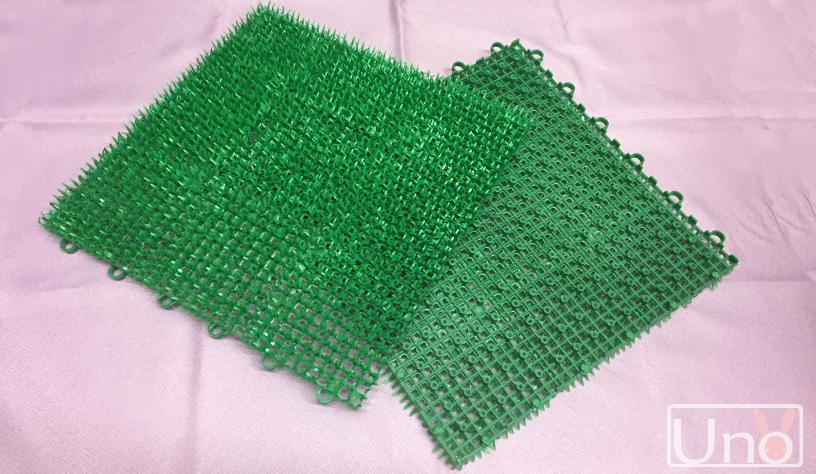 100円ショップの人工芝の写真