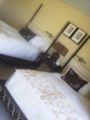ホテルの室内。ベッドが高い!
