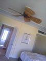 ホテルの室内。シーリングファンが南国ムード