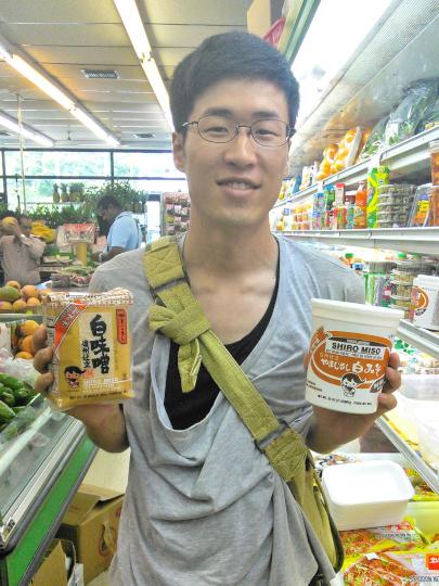 味噌を持つ宮﨑
