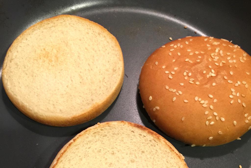 牛肉100%! ハンバーガーって、実は家で作るとすごく簡単で美味しい!