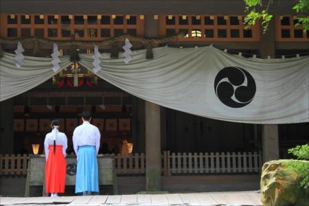 神社への参拝時間!神社へ夜にお参りする事っていけない事なの!?:www.spichie.com:20160317123203j:plain