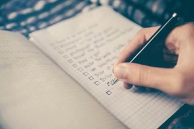 憧れの人に近づきたいけど何をしたらいいか分からない方は手帳に書き出してみよう