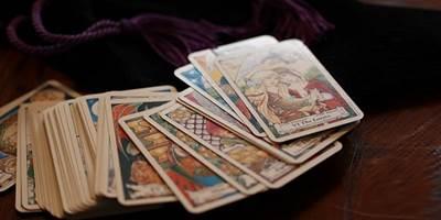 エンジェルカード・オラクルカードの選び方!今のあなたに必要なカードはどれ?