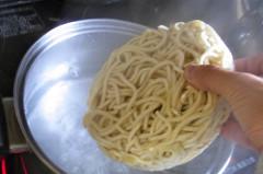【つけ麺】沸騰したお湯に投入