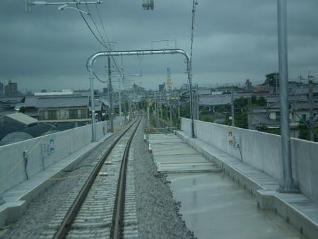 桜井駅を でて 高架を おりる/北行