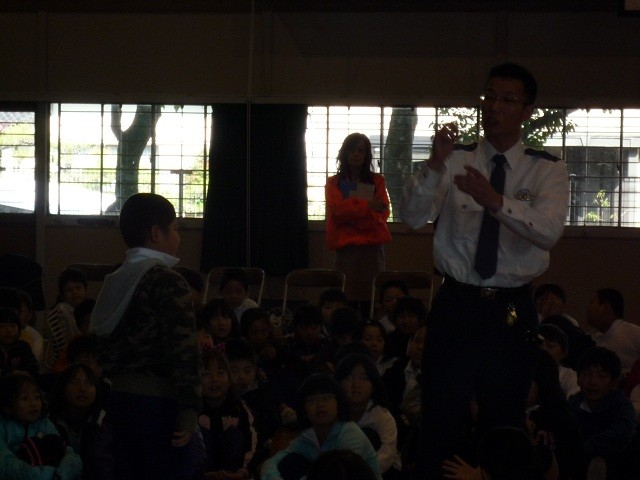 2010年11月29日 二本木小学校防犯教室 (9)
