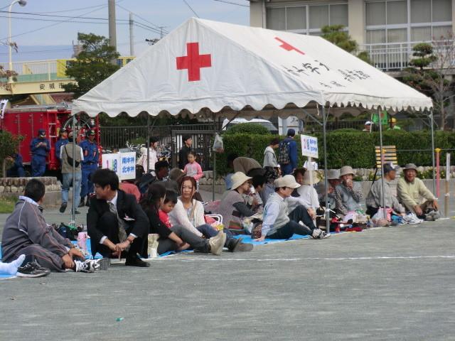111002 古井町内運動会 04 応援席の ようす