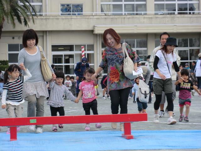 111002 古井町内運動会 10 幼児よちよち競争 01