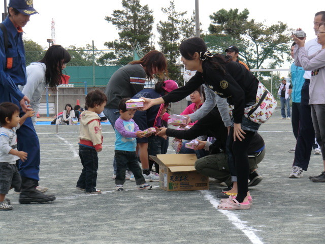 111002 古井町内運動会 11 幼児よちよち競争 02