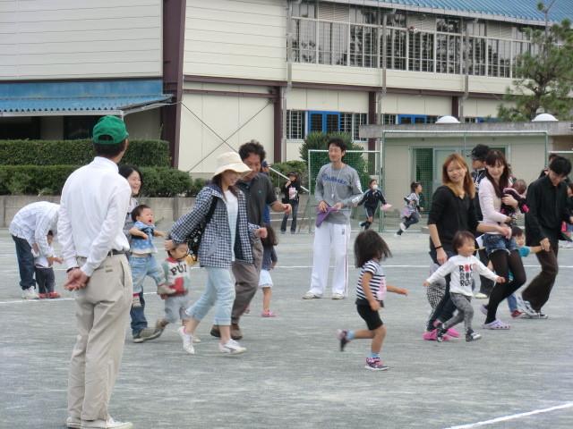 111002 古井町内運動会 12 幼児よちよち競争 03