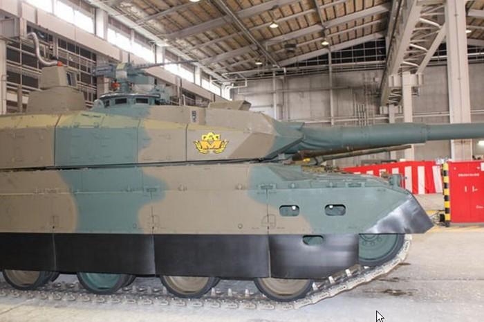 10式 戦車 (120110 時事ドットコム) (11) 車体 みぎ 側面