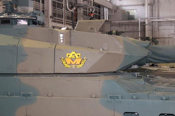 10式 戦車 (120110 時事ドットコム) (10) 砲塔 みぎ 側面
