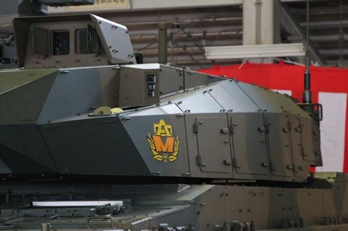10式 戦車 (120110 時事ドットコム) (9) 砲塔 ひだり 側面
