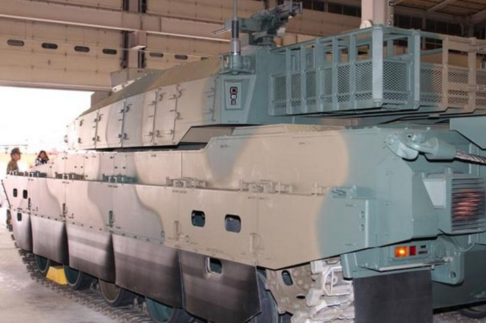 10式 戦車 (120110 時事ドットコム) (8) ひだり うしろから