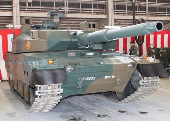 10式 戦車 (120110 時事ドットコム) (4) みぎ まえから