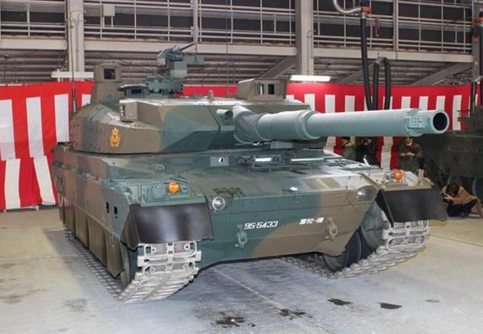 10式 戦車 (120110 時事ドットコム) (3) みぎ まえから