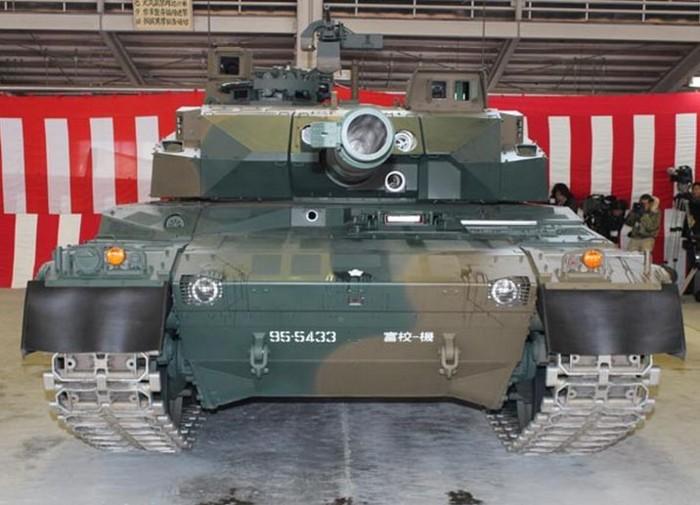 10式 戦車 (120110 時事ドットコム) (2) 正面