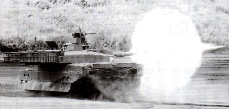 10式 戦車 発射! (2013.9.3 フラッシュ)