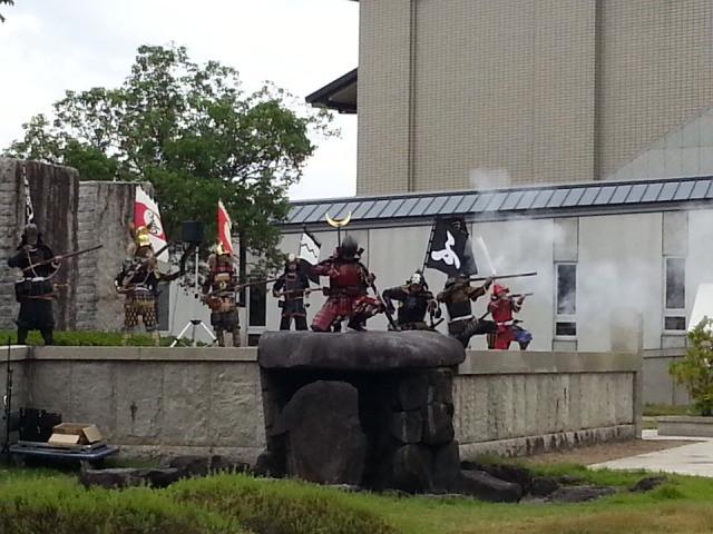 20131006 安城市歴史博物館 火縄銃 演武 スマホ (4) 11:16