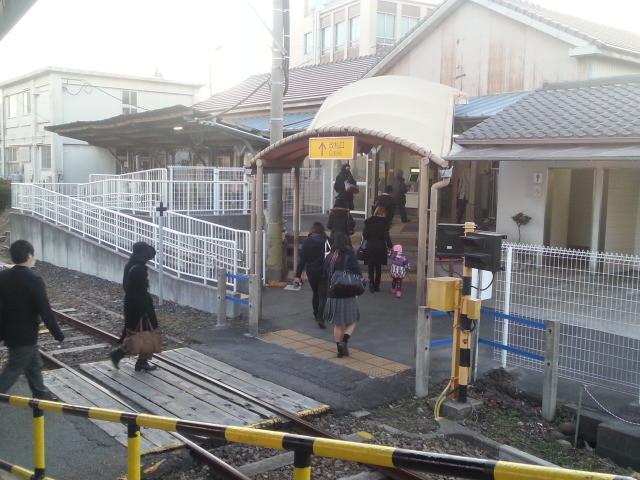 20140127 16.53.17 碧南 構内 ふみきり