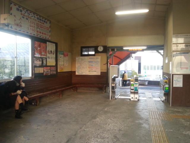 20140127 17:01 碧南 駅舎の なか