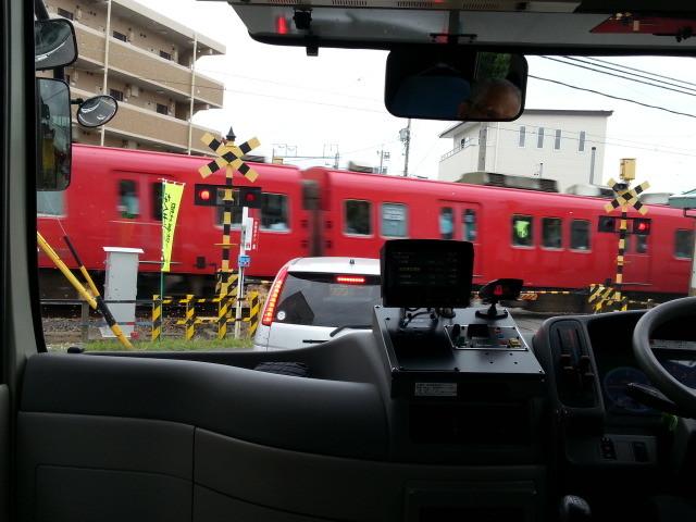 20140924 07.45.21 桜井線バス - 古井駅ふみきり