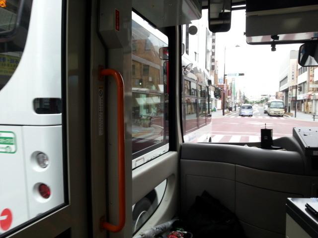 20140924 08.10.54 循環線バス - 御幸本町交差点
