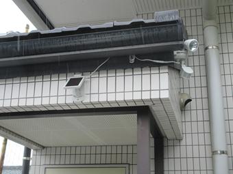 ソーラー式センサーライト - 公民館