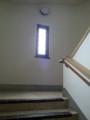 20160616_103034 豊橋市公会堂 - 階段とあかりとり