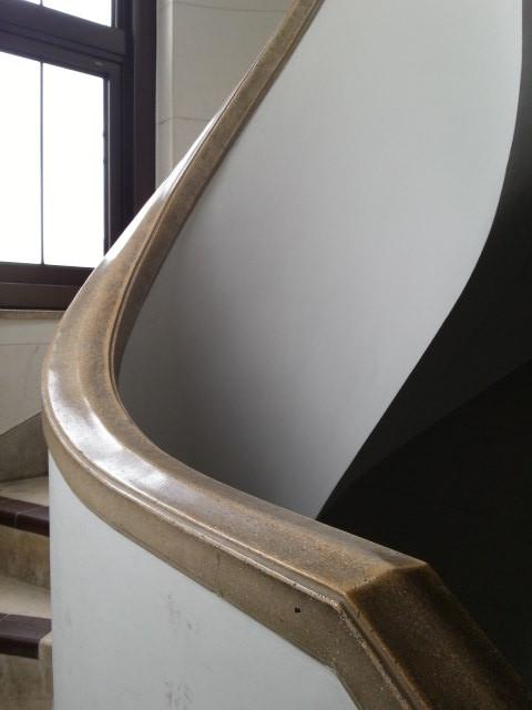 20160616_103537 豊橋市公会堂 - らせん階段のてすり