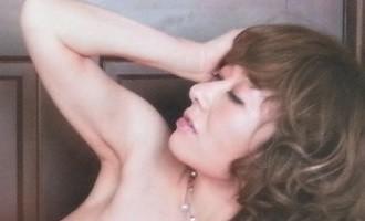 真梨邑ケイさん 330-200