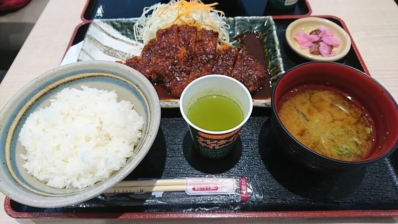 2017.9.10 岡崎サービスエリア - 矢場とんのとんかつ定食 (2)