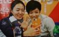 小平奈緒さんとイサンファさん(女性自身2018年3月13日号) 1350-850