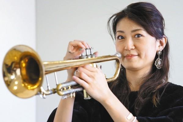 ジャズトランペット奏者の高沢綾さん(布藤哲矢さんさつえい) 600-400